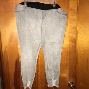 Ingrid & Isabel Cropped Maternity Skinny Jeans 18